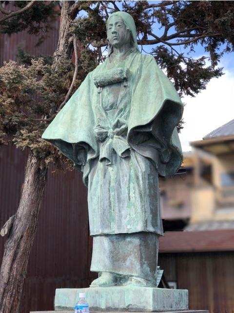 2糸より姫様銅像.jpg