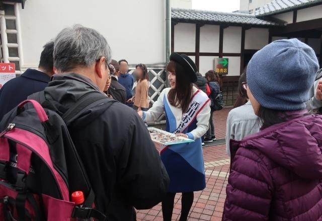 3試食配布.jpg
