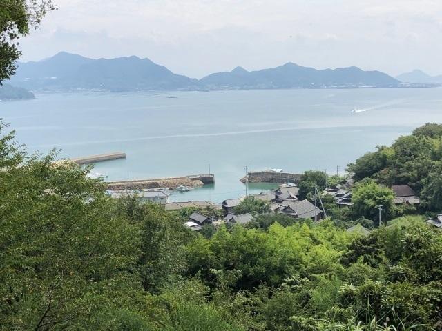 4本村漁港を望む.jpg