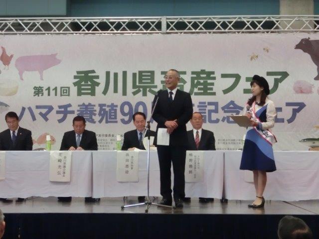 5高野組合長ハマチPR.jpg