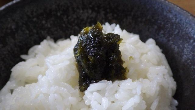 9ヒトエグサの佃煮をご飯にのっける.jpg