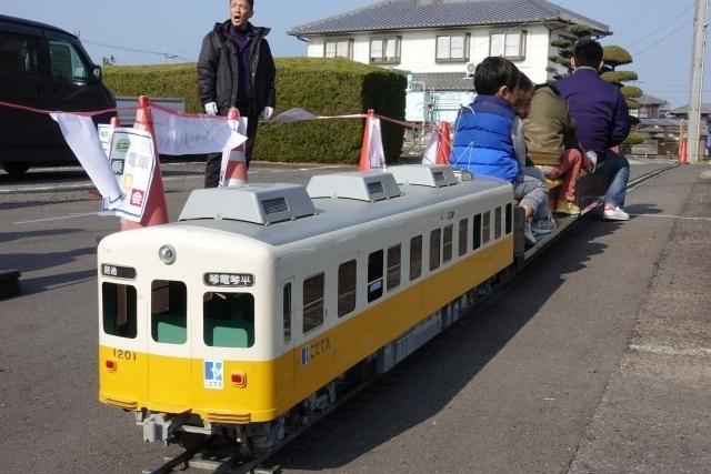 琴電の電車.JPG